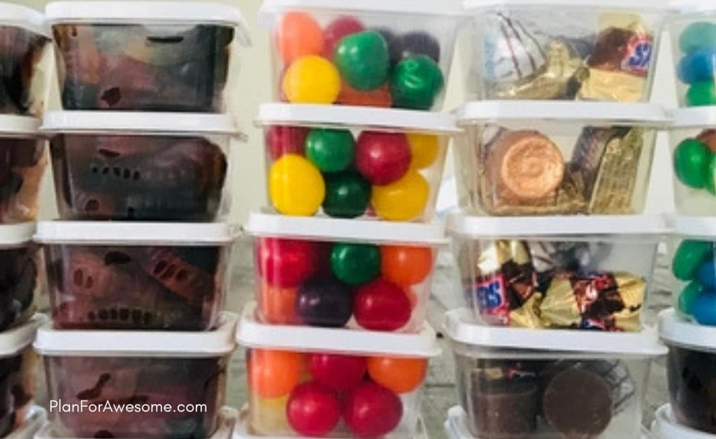 Baseball Wagon: The Ultimate List of Things to Bring on Baseball Game Days- This is the BEST, most comprehensive list I have seen for what to bring to be prepared for Little League baseball games. This girl covers EVERYTHING.  She even has a cute, organized, and free printable checklist!
