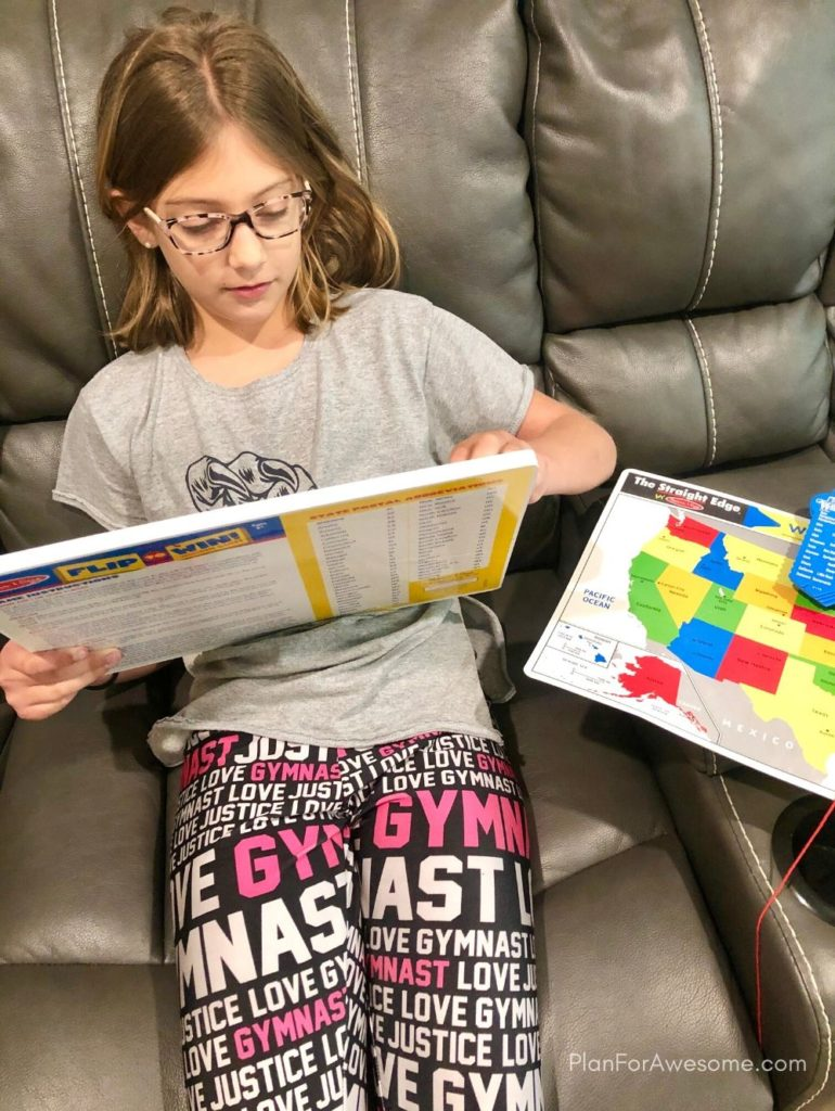 This states and capitals board is an amazing way for kids to learn their states and capitals! #statesandcapitals #learningstatesandcapitals